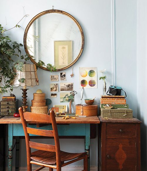 Seriously love everything about this. I have the table and the chair just need to paint chair and find a place to set up