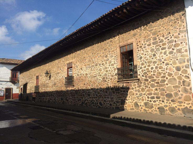 Casa de piedra del xvii de patzcuaro mich stone de for E case del sater