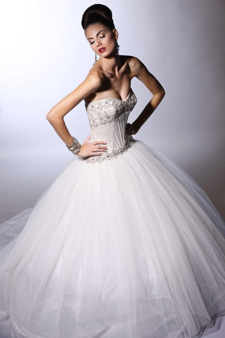 15 best Wedding Gowns images on Pinterest | Wedding frocks ...