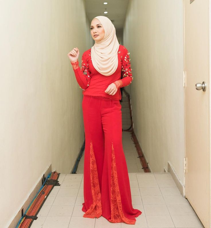 "78.2k Likes, 474 Comments - Noor Neelofa Mohd Noor (@neelofa) on Instagram: ""Just because your path is different doesn't mean you're lost  . Red heavy embellished bodysuit &…"""