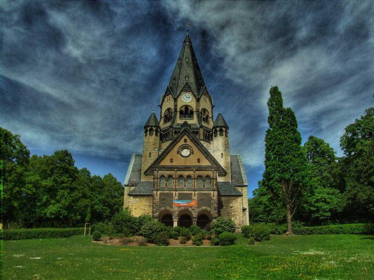 Die Kirchen im Osten kannst Du voll vergessen. Gibt einfach keine schönen. Auch nicht in Chemnitz. | 23 Gründe, niemals nach Chemnitz zu fahren