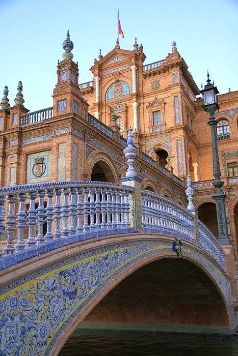 Sevilla. Puente de la Plaza de España