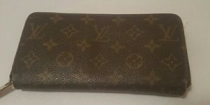 I just added this to my closet on Poshmark: LOUIS VUITTON MONOGRAM CANVAS ZIPPY WALLET. Price: $450 Size: OS