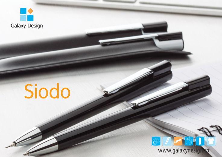 """Este timpul pentru """"Produsului Galaxiei""""! Pentru această săptămână, produsul ales este setul de scris """"Siodo"""".  Setul face parte din gama de lux Alexluca și este alcătuit dintr-un pix metalic și un creion mecanic. Disponibile atât pe alb, cât și pe negru, cele două instrumente de scris pot fi personalizate exact cu grafica de care ai nevoie. Nu mai sta pe gânduri și comandă-ți unul dintre cele mai stilate seturi de scris! *RĂSPLĂTEȘTE un parteneriat de succes cu o AMINTIRE REMARCABILĂ!"""