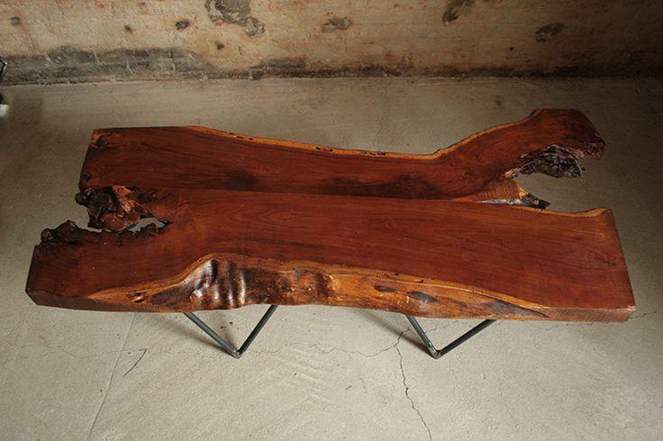 Interior design recupero tavoli da fumo realizzati con legno massello di varie essenze e strutture in ferro. il particolare contrasto tra le materie utilizzate e le forme irregolari del legno con le linee del ferro rendono SESTINI E CORTI