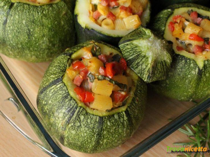 Zucchine tonde ripiene con pasta, wurstel, fontal e pomodorini #ricette #food #recipes