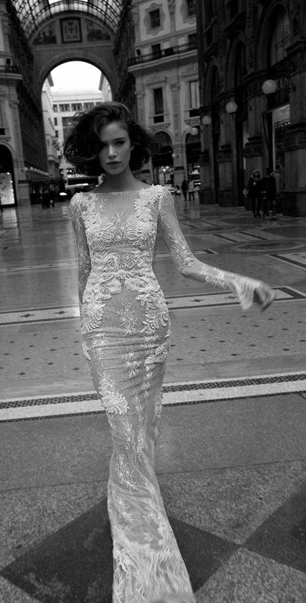 Une robe longue avec des détails de dentelle