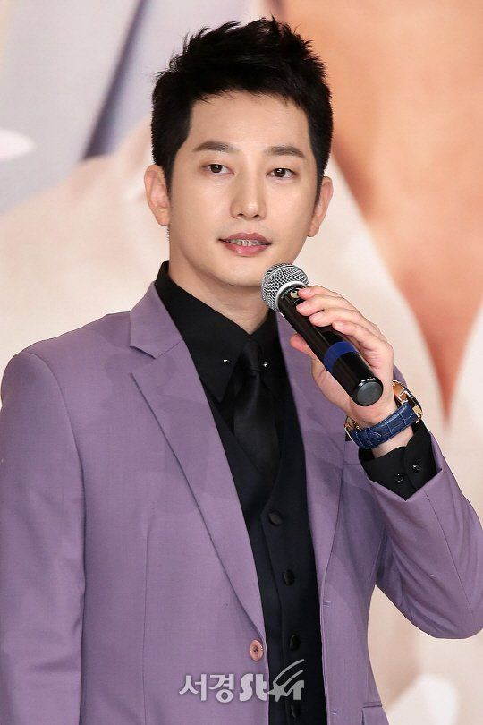 Park Si-hoo makes official apology for what happened four years ago