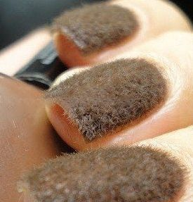 Totally disturbing mossy manicure done with bits of cotton. This sets my teeth on edge just thinking about it.