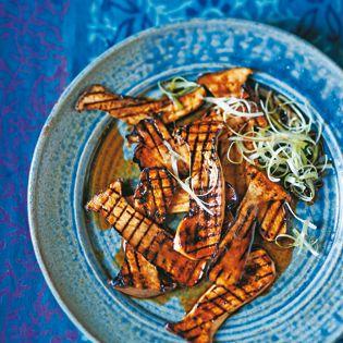 Bestimmt sind Kräuterseitlinge extra für Ästheten wie mich erfunden worden. Mit der hier vorgestellten Marinade und dann in der Grillpfanne gegart überzeugen sie auch geschmacklich. Außerdem sind sie mit wenigen Zutaten schnell auf den Tisch