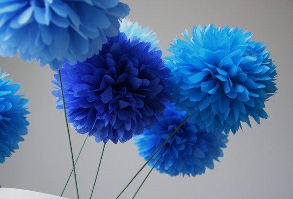 Красивые воздушные помпоны из креповой или папиросной бумаги для украшения вечеринок.......