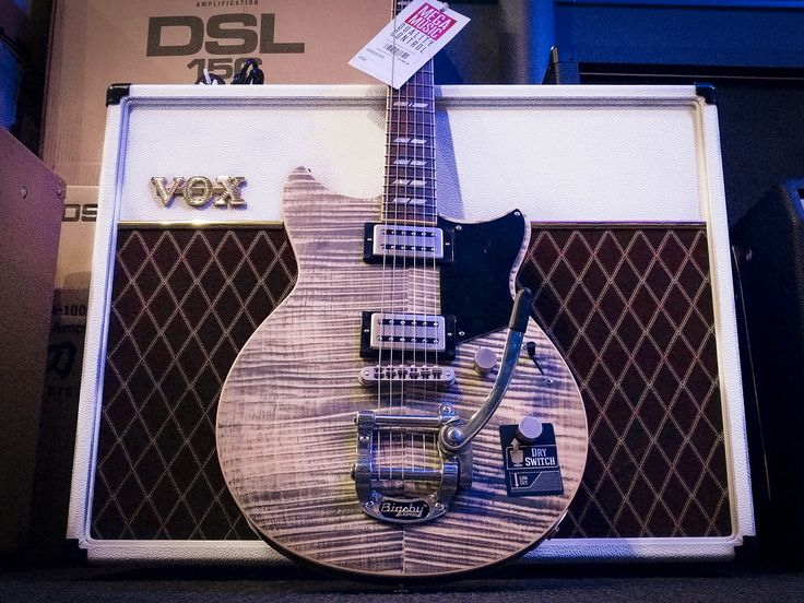 Retro vibes - Yamaha Revstar RS720 in Ash Grey with Bigsby and Vox AC30C2 in Stormtrooper White (correctly called White Bronco actually)  #yamaha #yamahaguitar #yamaharevstar #yamahaguitars #revstar #guitar #electricguitar #guitars #electricguitars #vox #voxamp #voxamplification #amplifier #guitaramplifier #bigsby #megamusic #megamusicmyaree