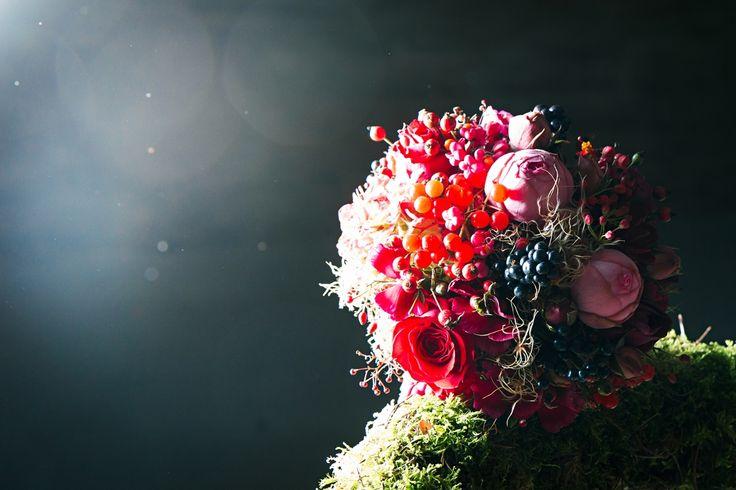Brautstrauß von Florales Handwerk www.floraleshandwerk.de Fotografiert von WeitBlick Fotografie www.weitblick-fotografie.de Konzept und Dekoration von Romina Certa Weddings & Events www.rominacerta.de