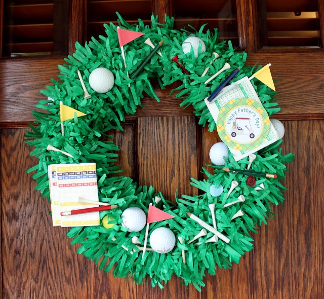 We absolutely love this golf-themed wreath - perfect for Father's Day or a Golf Party! (from @Craft That Party - Jenny Dixon): Wreaths Tutorials, Idea, Golf Wreaths, Father Day, April Shower, Father'S Day, Golf Parties, Fathers Day, Golf Bags