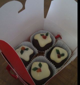 The cutest little Christmas pudding truffles from Nigella Lawson. - Nigella's Christmas Puddini Bonbons