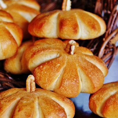 "Simple ""Pumpkin Rolls"" - Thistlewood Farm"