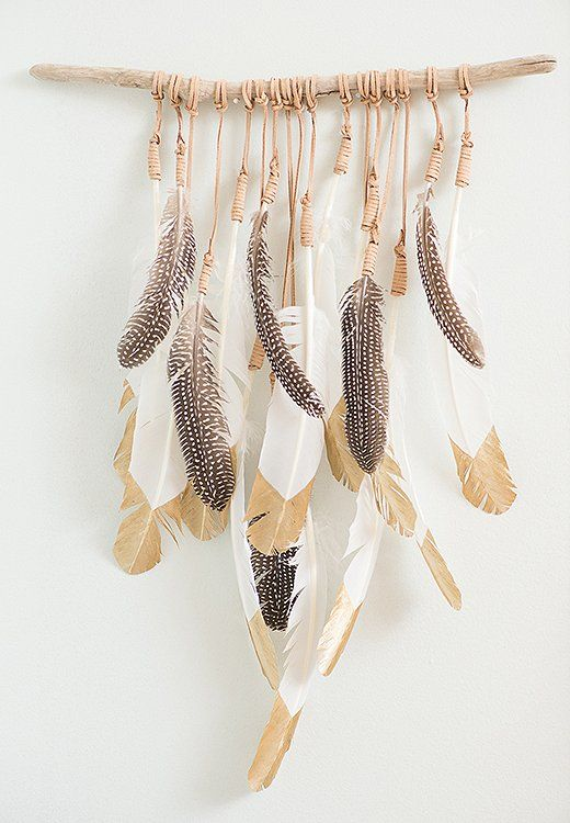DIY: feather wall decoration