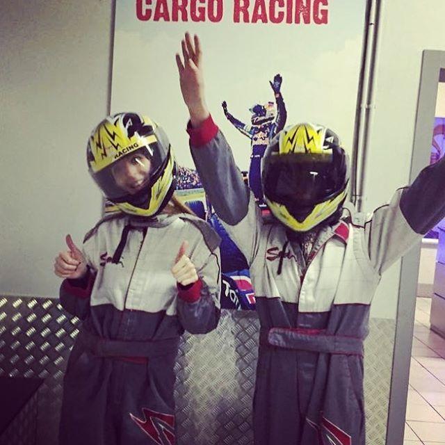 いいね!22件、コメント1件 ― M I C H ⚡️さん(@michellebastijns)のInstagramアカウント: 「Dreamteam ! 🙋✨ #karting #pitspoezen #wehebbendiemannenafgemaakt @senmeloen」