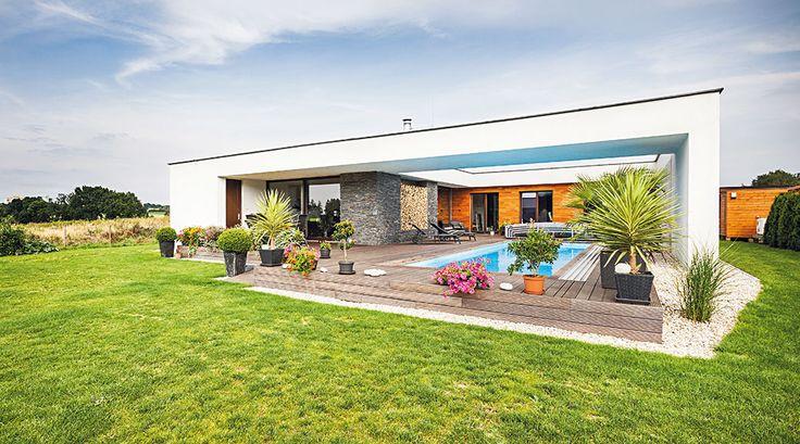 Rodina si přála moderní aprostorný bezbariérový dům. Chybět neměly ani bazén asauna, aby si rodina mohla doma dopřát skutečnou relaxaci. FOTO JAKUB HOLAS - HOME