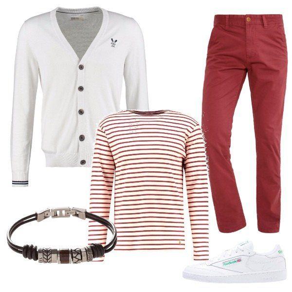 Una maglia a manica lunga bianca con righe rosse si abbina ad un paio di pantaloni rossi e a un cardigan bianco, magari da annodare sulle spalle. Le scarpe sono delle sneakers bianche e un bracciale in cuoio e metallo completa la composizione.