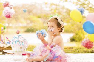 Curitiba, Kelli Homeniuk, Ensaio de bebê, 11 meses, 1 aninho, pré aniversário, bolo big Cupcake, Smash The Cake, Cake Smash, bolo, externo , jardim de passarinhos, colorido, menina (41)9729-6585 ©Kelli Homeniuk - Fotografia ProfissionalDSC_2503-2-2