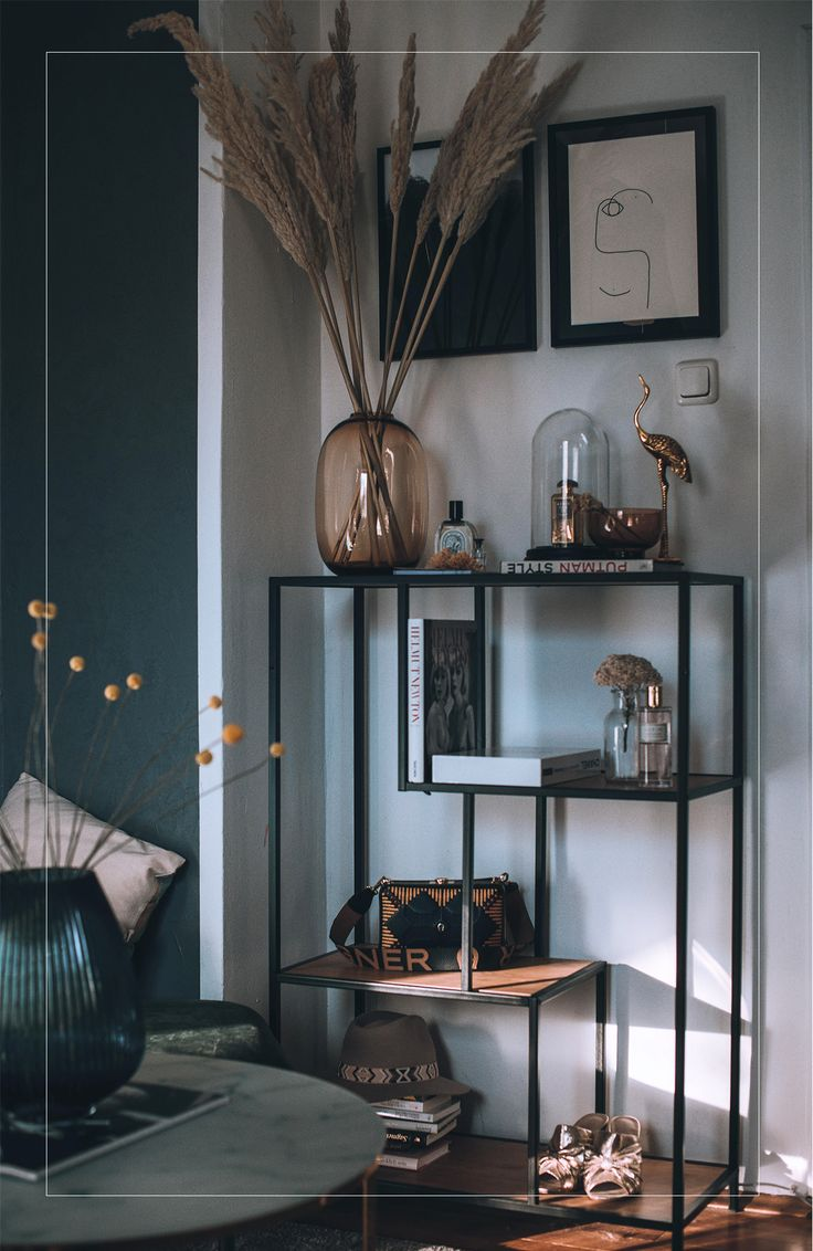Bedroom decoration with pampas grass and glass vases |