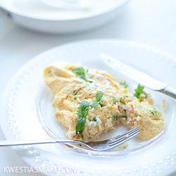 Omlet z cukinią i wędzonym łososiem