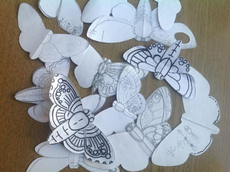 Для всех желающих и совершенно бесплатно проведу мастер-класс. Вместе сделаем прекрасную бабочку с перышками павлина на крыльях. Мастер-класс разобью на несколько этапов. Сегодня: часть первая! О материалах буду говорить по ходу действия, мне так удобнее, если возникнут какие то непонятки — спрашивайте. :) Итак, бабочка начинается с эскиза и модели на бумаге.