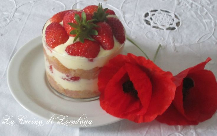 Tiramisù alle fragole, un dolce delicato e semplice con tutto il sapore delle fragole fresche