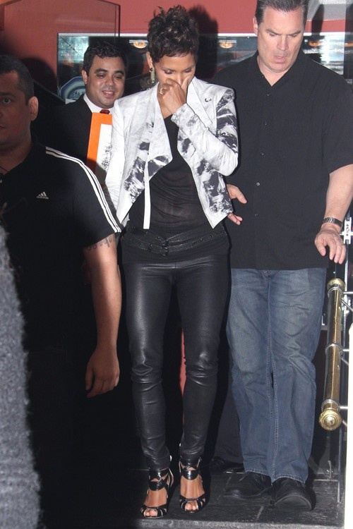 Halle Berry at Antiquarius Restaurant in Leblon, Rio de Janeiro on April 10, 2013