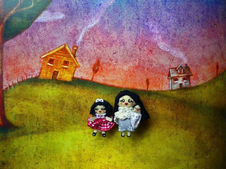 """NUH, MOM & SISTER, Muñecas de trapo miniatura; Nuh 1 1/4"""",madre 1 1/2"""", bebé 3/4"""". Miniature rag dolls: Nuh 1 1/4"""", mother 1 1/2"""", baby 3/4"""". By Georgina Verbena"""