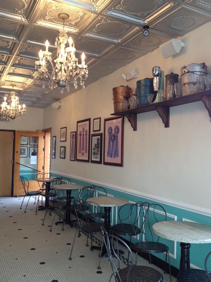 Petersons Icecream Shop, Oak Park, IL Cinnamon Ice Cream With Apple Pie