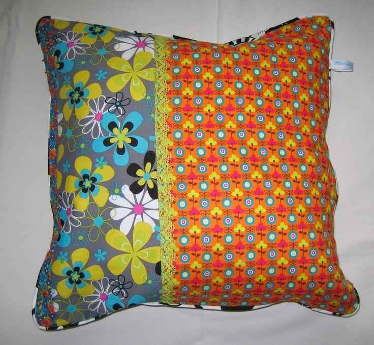 coussin pop,déco pop,fleurs,bleu,orange,dentelle verte,taille environ 40x40cm. : Textiles et tapis par margeolu-ellin-s