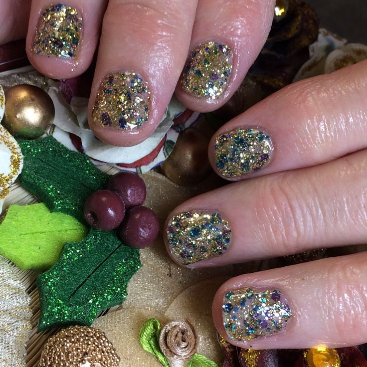 Keeping it short, simple and sparkly. This client has opted for Hand & Nail Harmony #feelingbubbly from NailHarmonyUK/Gelish