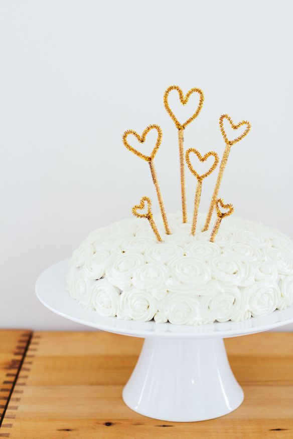 DIY Pipe Cleaner Sparkly Cake Toppers