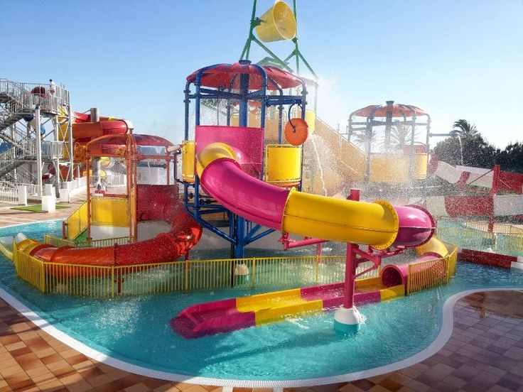 A tropical paradise for sliders on a special location. Just enjoy the light, the colours and count back the days until summer. #spain #malaga #waterparks