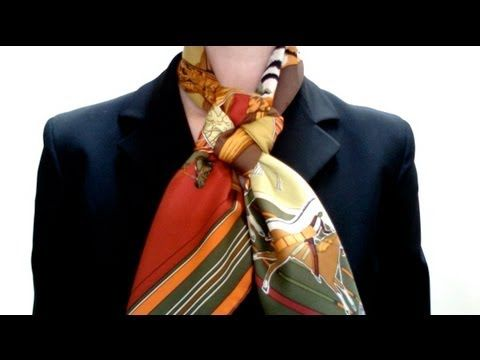 How to tie an Hermès carré (or any other square silk scarf) into a Friendship knot. How to tie a square silk scarf into a pleated bow More on: http://www.mai...