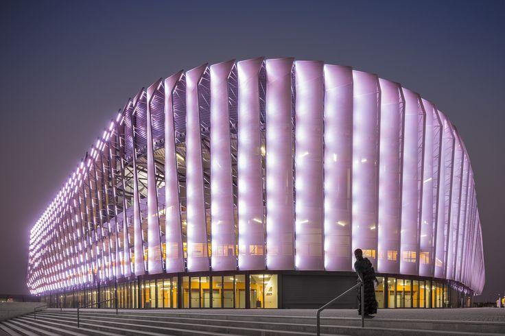 Multideportivo Luanda  / Berger Arquitectos