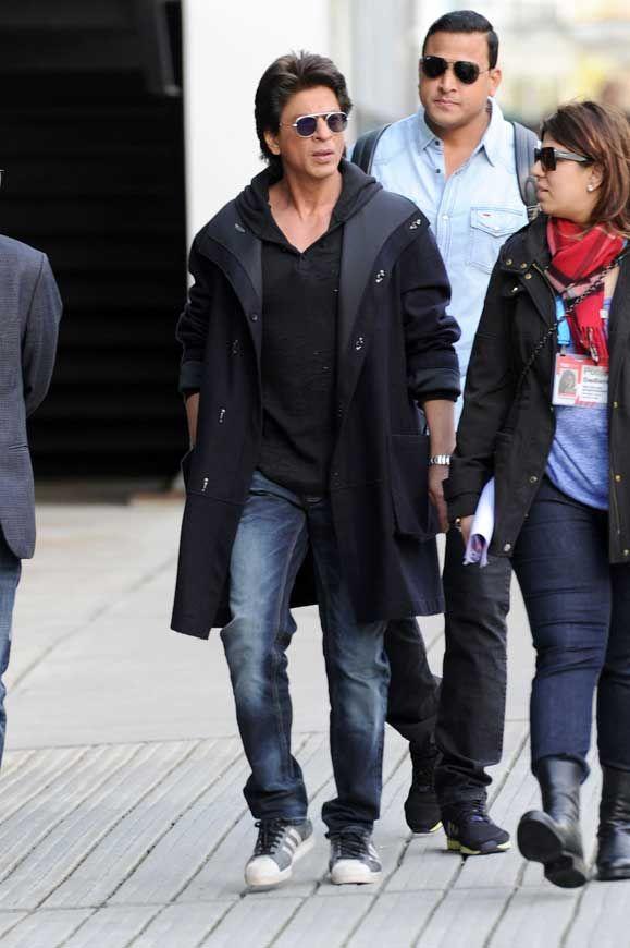 Shah Rukh Khan Sunglasses Hoody Coat Smoking Vancouver © Atlantic Images