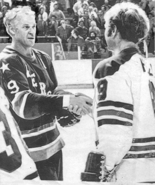 Hockey legend Gordie Howe, 48 at the time, shakes hands with Bobby Hull