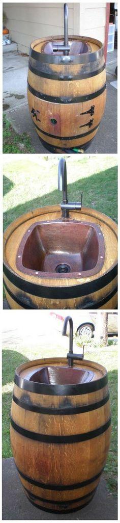 Außenwaschbecken aus Weinfass