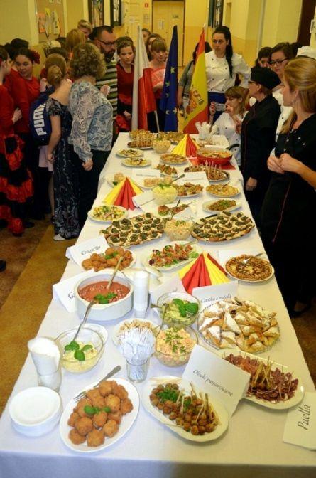Dzień hiszpański w ZSP - prezentacja kulinarna uczniów