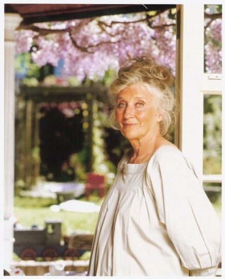 Phyllida Law, superb actress and mother to Emma Thompson ... Perfect for the role of 'Dame Effie Wimbley-Knowles' in my Romantic Comedy-Revenge Caper set in London, 'Adventures in Paradise' ...