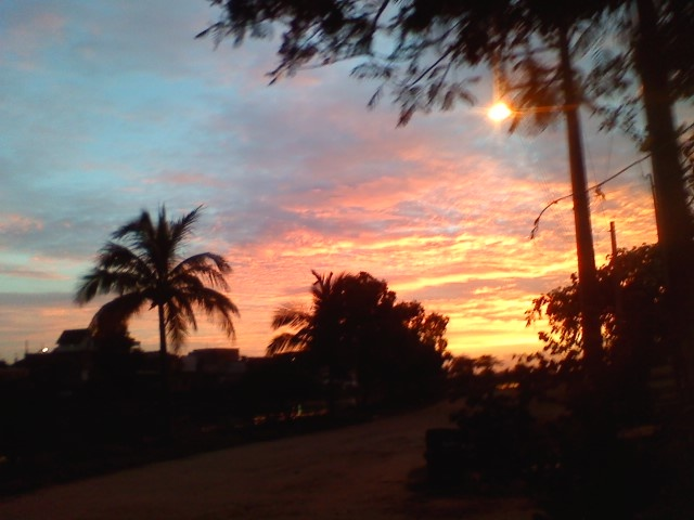 Nascer do sol visto do portão da minha casa