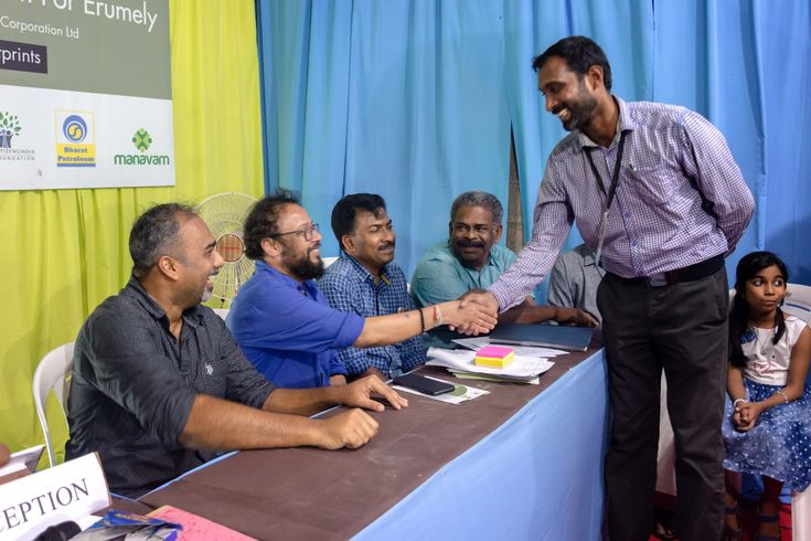 Birthday of Malayalam renowned film director Shri.Lal Jose celebrated at Erumely on 11th January 2018.  As the director of Creative Hut Institute of Photography and Media Partner for the Green Pilgrimage program, #Sabarimala Pilgrims, I must say, we had great time with one of the #bestfilmdirector #laljose sir. We were happy to have him with us on the very special day.  #birthday #laljosebirthday #abinalex #creativehut