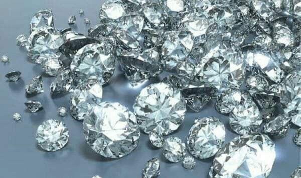 إذا أردت أن تعيش سعيدا فلا تفسر كل شيء ولا تدقق بكل شيء ولاتحلل كل شيء فإن الذين حللوا الألماس وجدوه فحمـ Buying An Engagement Ring Diamond Buying Diamonds