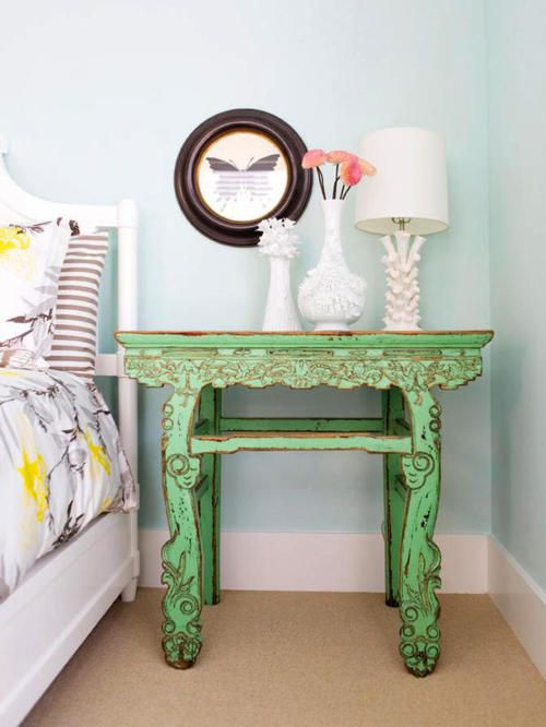 bedside table: Wall Colors, Sidetable, Fun Recipes, Design Interiors, Green Tables, End Tables, Bedside Tables, Night Stands, Girls Rooms