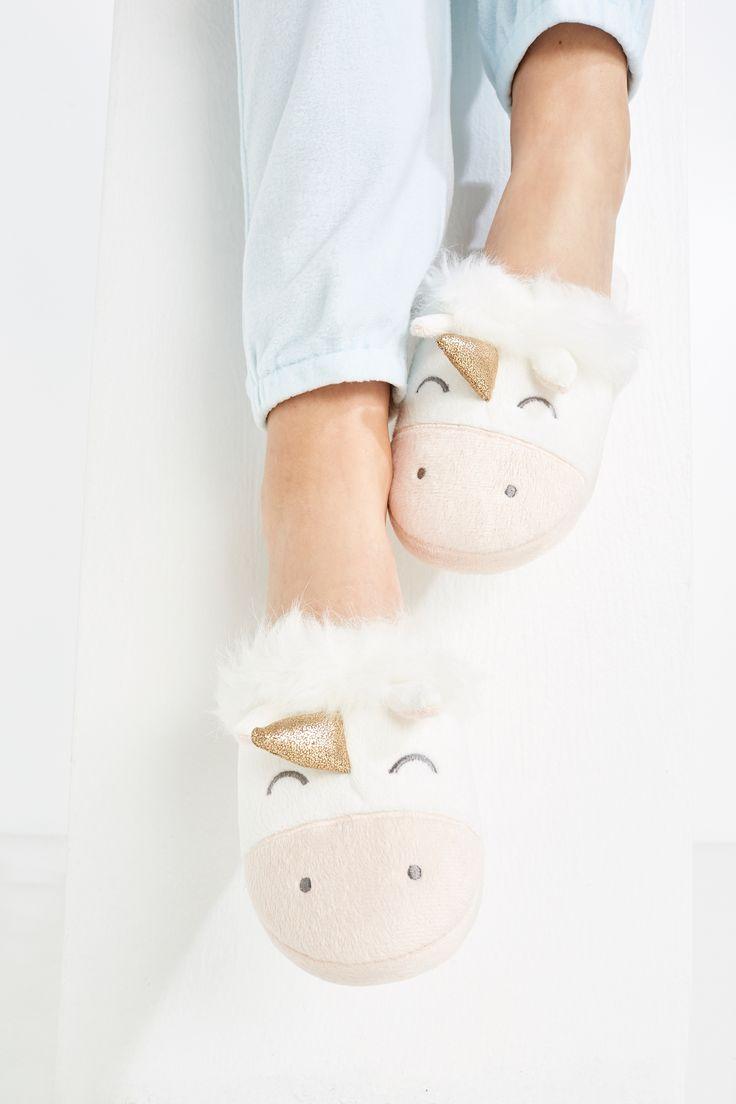 Zapatillas abiertas de peluche con unicornio en la parte frontal con cuerno. Tus zapatillas más especiales. | Zapatillas | Women'secret