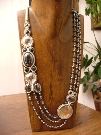 nice combo of soutache & bead stringing