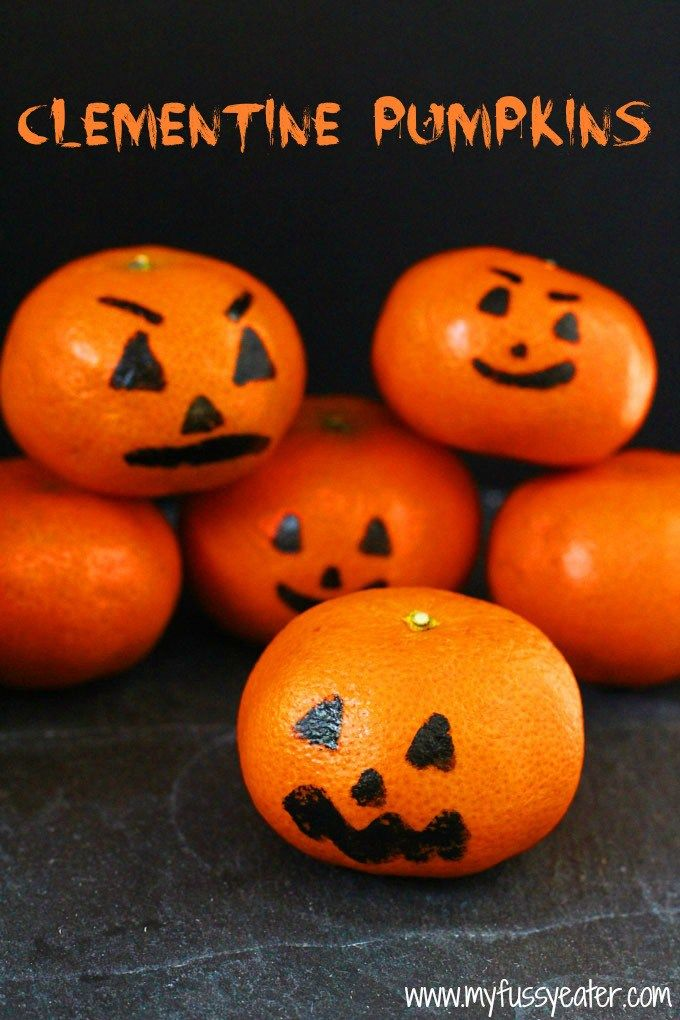 These Clementine Pumpkins make a fun and healthy Halloween snack for kids! | My Fussy Eater blog